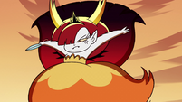 S2E31 Hekapoo leaping down to the ground