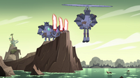 S4E36 Mina and Solarian Warriors at the cliff