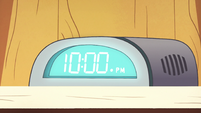 S2E22 Spider With a Top Hat's clock reads 10pm