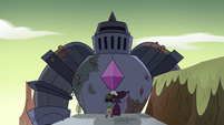 S4E32 Solarian warrior appears before Eclipsa and Janna