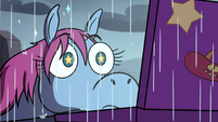 S3E35 Pony Head watching Bam Ui Pati! in the rain