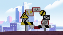 S2E5 Ring of road signs