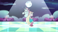 S2E33 Star and Pony Head dancing back-to-back