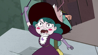 S4E32 Eclipsa Butterfly protecting Janna