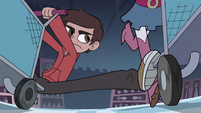 S3E15 Marco Diaz tripping Higgs by the leg