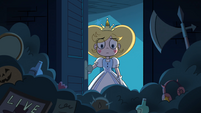 S4E10 Star Butterfly opening her closet door
