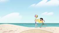 S4E27 Star and Marco running with beach ball