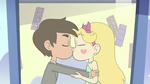 S3E34 Star and Marco kissing