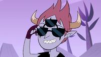 S4E22 Tom puts on three-lensed sunglasses