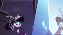 S4E10 Queen Eclipsa raising the pickaxe