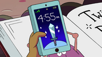 S4E12 Clock on Kelly's phone reads 455pm