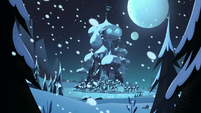 S3E25 Mewni covered in snow at midnight