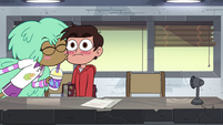 S4E16 Kelly kisses Marco on the cheek