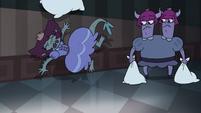 S3E33 Lizard princess smashes into the wall