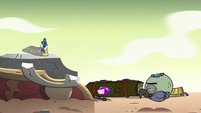 S2E35 Glossaryck looking at Ludo on the ground