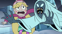 S4E5 Wraith flying past Star Butterfly