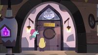S3E8 Star and Pony Head reach the laundry room
