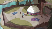 S4E8 Moon and River's camp enclosed by fence