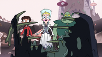 S3E7 Marco, Moon, and Buff Frog watch Toffee regenerate