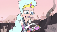 S3E7 Queen Moon trying to put the wand together
