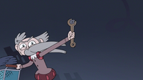 S3E15 Old Guy holding the bolts from Star's cart