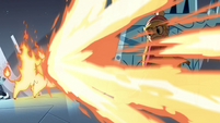 S4E5 Fire demon blasts fire at Star Butterfly