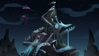 S3E38 Eclipsa flying to the monster temple