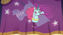 S4E9 Pony Head 'welcome back!'