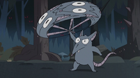 S3E1 Rat uses another rat as a flail