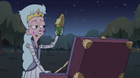 S3E1 Queen Moon finds corn with a love note