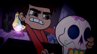 S1E7 Marco picks up skull bust