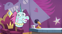 S4E9 Pony Head is her own celebrity guest