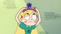 S3E23 Star putting her compact on her head