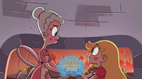 S4E2 Star and Queen Moon holding a pie