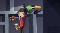 S4E11 Flaming arrow shoots Marco's headphones