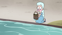 S4E8 Moon notices slime inside her bucket