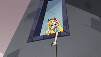 S4E1 Star Butterfly catches her purse