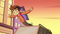 S2E5 Marco falls over the car roof's edge
