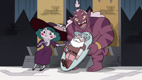 S4E25 Eclipsa and Globgor with Mewman-shaped cake