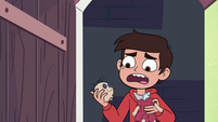 S4E5 Marco holding a decapitated doll