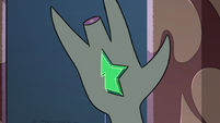 S2E41 Wand crystal fuses with Toffee's hand