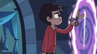 S3E22 Marco Diaz opening a portal to the tavern