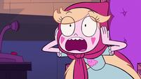 S2E23 Star Butterfly plugs her ears from from the noise