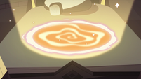S3E18 Portal glowing in Star Butterfly's bed