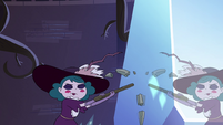S4E10 Eclipsa breaks the pickaxe against crystal