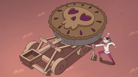 S4E2 Pie King with giant pie on catapult