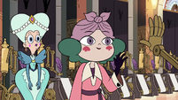 S3E28 Eclipsa waving to an archive automaton
