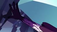 S3E2 Eclipsa wyciąga rękę z rękawicy