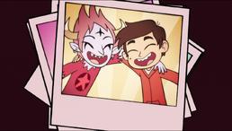S02E19 Marco i Tom na zdjęciu