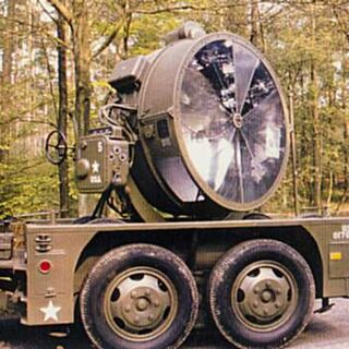 Trailer-mounted floodlight/searchlight